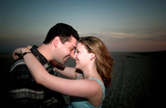 coupleclosebeach