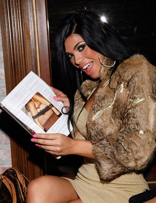 Suelyn-Smooth-Magazine-8