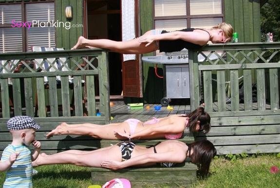 threesome-girls-planking