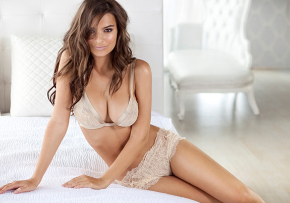 Emily Ratajkowski Naked Sexy Photo
