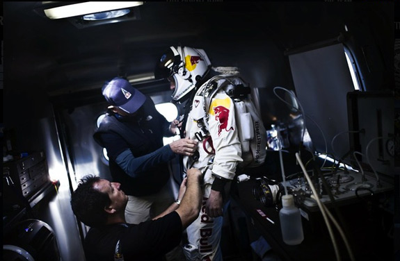 Red Bull Stratos Felix Baumgartner Supersonic Freefall
