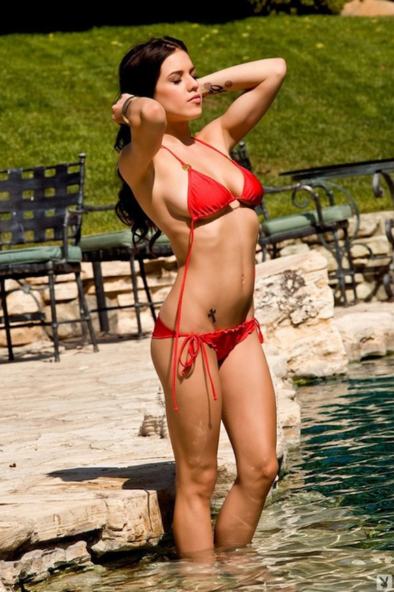 Daily Abspiration Hot Chicks Hot Abs Red Wet