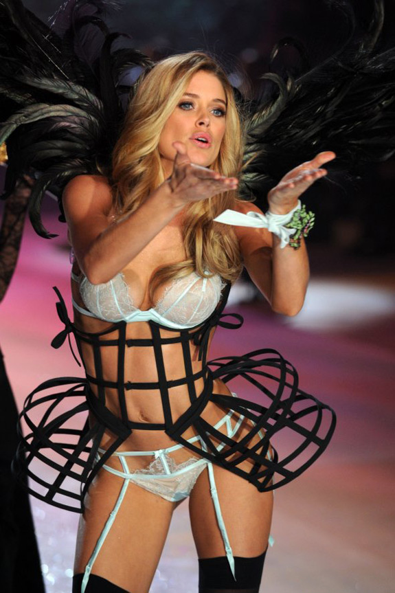 Victoria's Secrets Fashion Show 2012 (15)