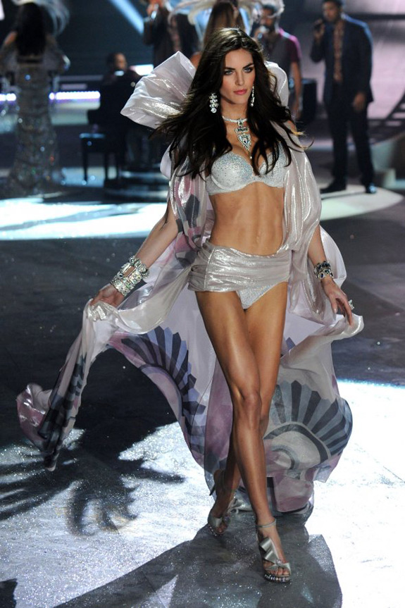 Victoria's Secrets Fashion Show 2012 (22)