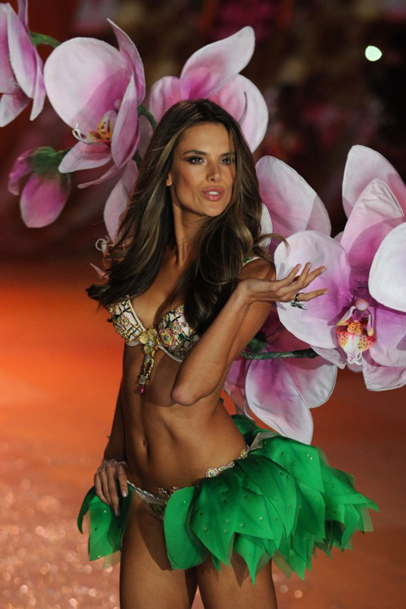 Victoria's Secrets Fashion Show 2012 (27)