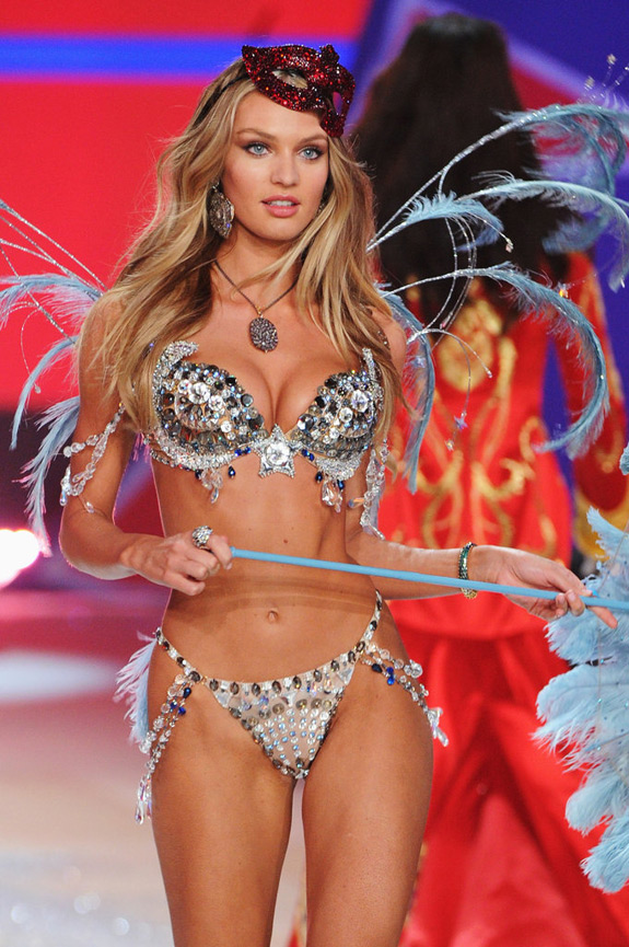 Victoria's Secrets Fashion Show 2012 (39)