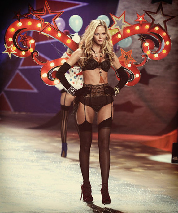 Victoria's Secrets Fashion Show 2012 (41)