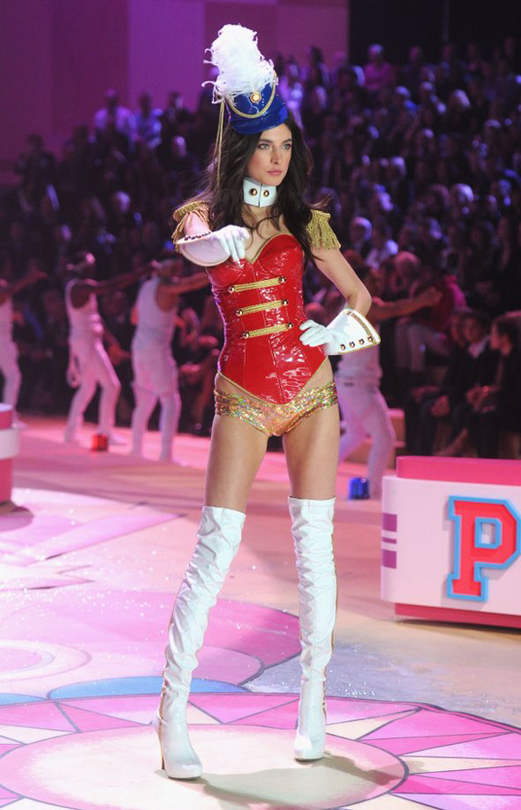 Victoria's Secrets Fashion Show 2012 (8)