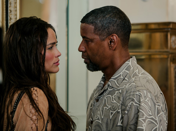 2 Guns Movie Denzel Washington Paula Patton