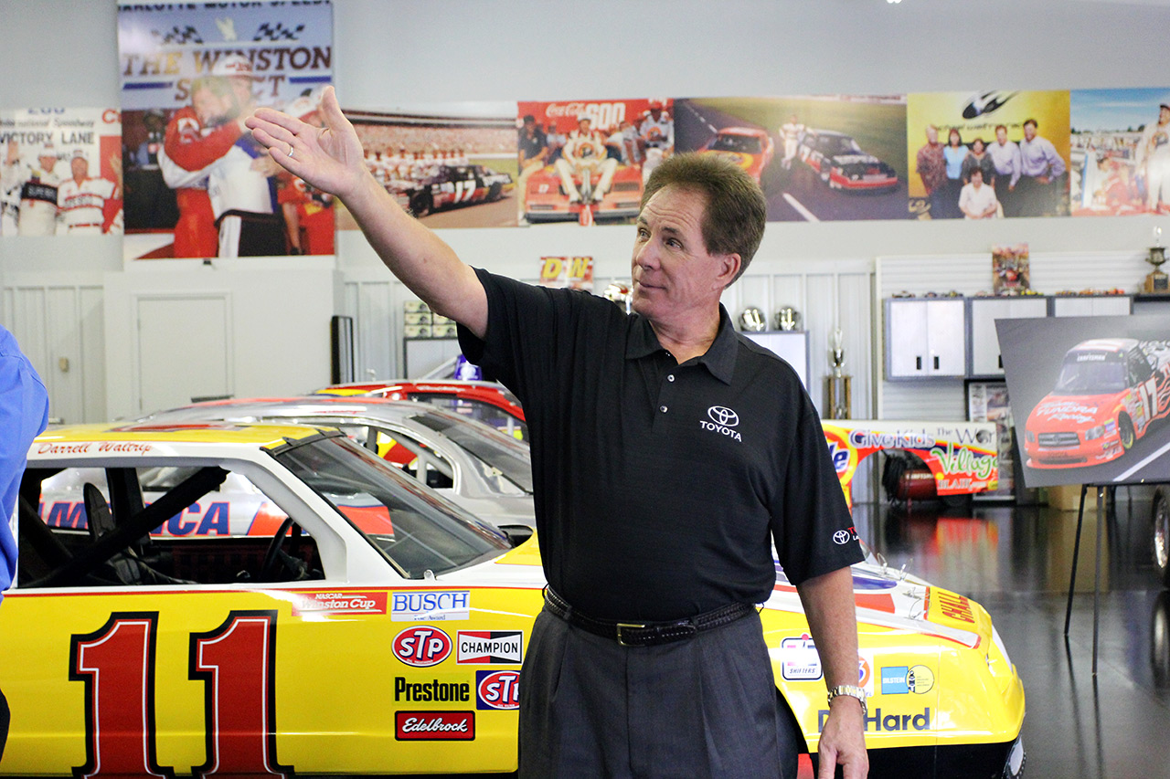 Darrell Waltrip Racing Shop NASCAR 2