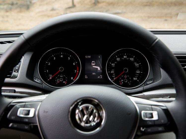 2016 VW Passat Cluster SelfPark