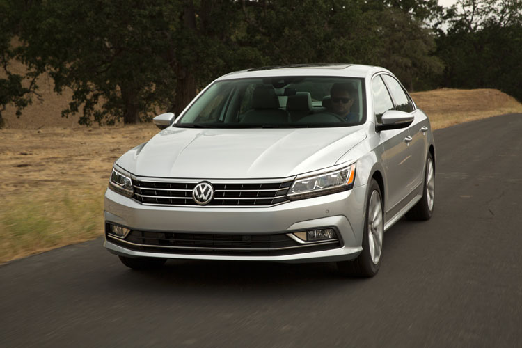 2016 VW Passat Exterior SEL Front Angle Motion