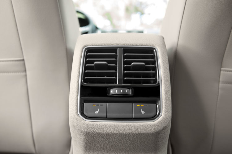 2016 VW Passat Interior Rear ClimateControl