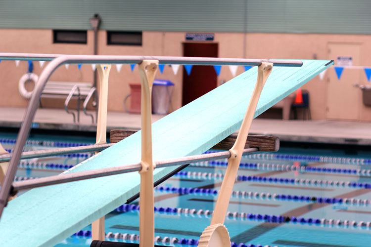 Att Pool Dive