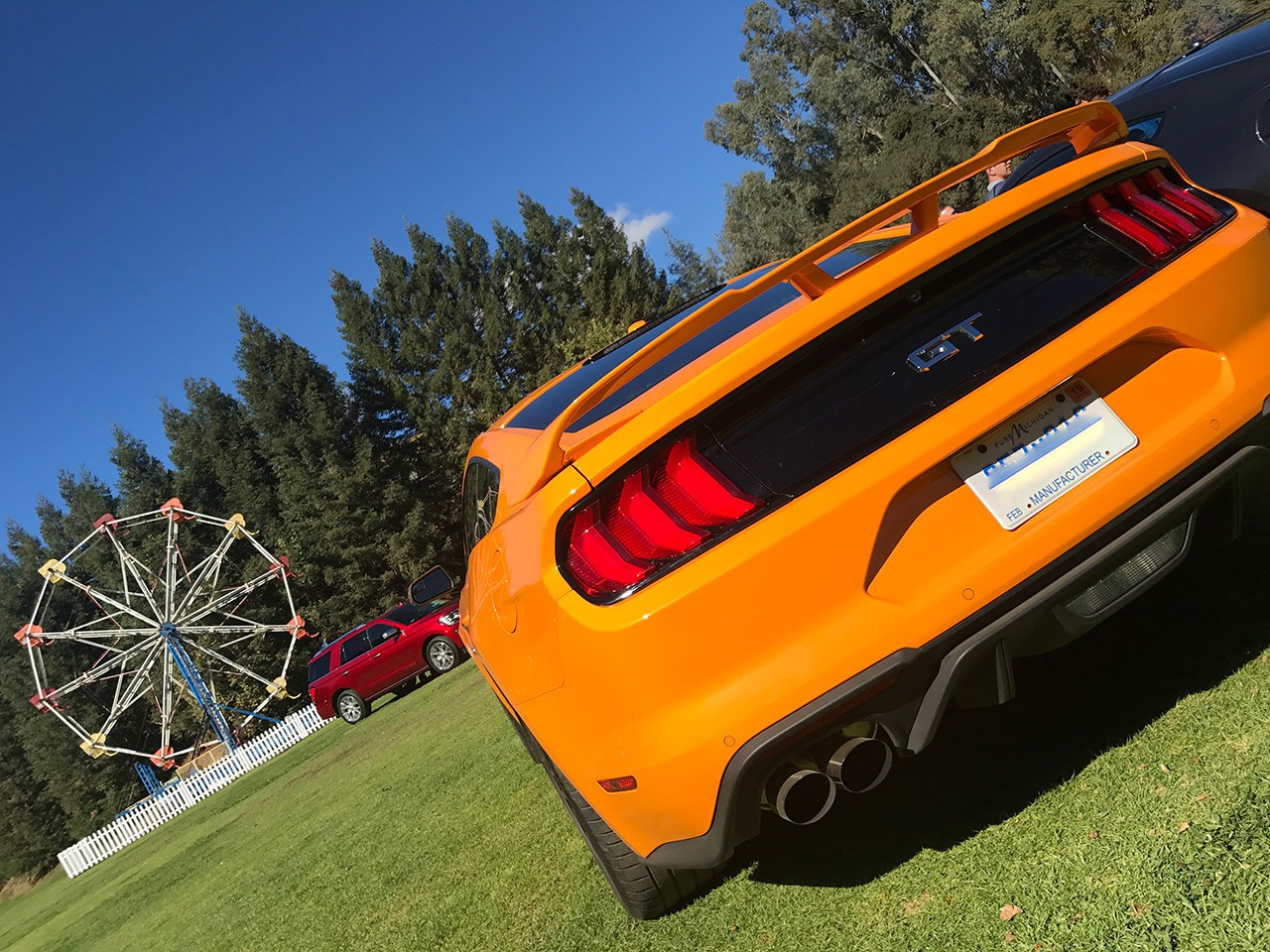 Two car garage ford 39 s new mustang and all new expedition for Garage ford paris 11