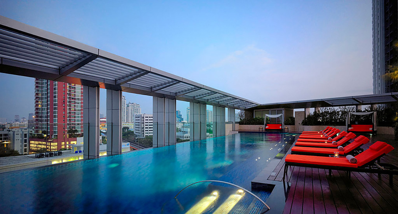 Marriott Bangkok Pool 3